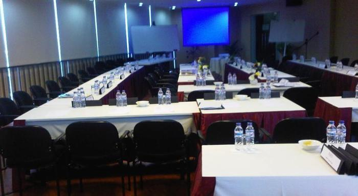 Twin Hotel Surabaya - Meeting Room