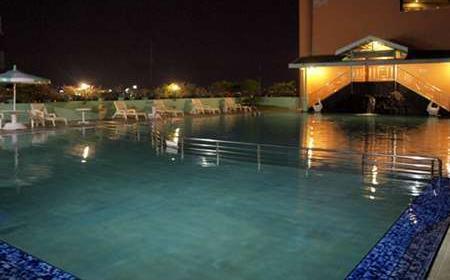 Hotel Tunjungan Surabaya - Pool