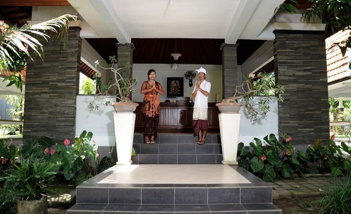 Ayu Guna Inn Uluwatu - Front View