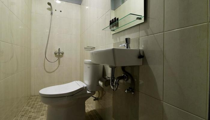 RedDoorz @Benda Atas Jakarta - Kamar mandi