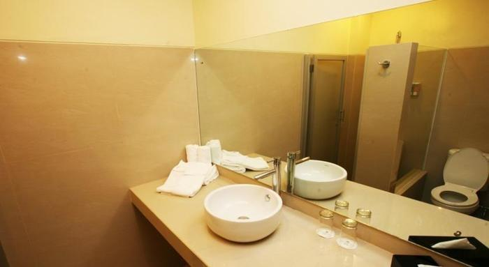 Griya Sintesa Manado - bathroom