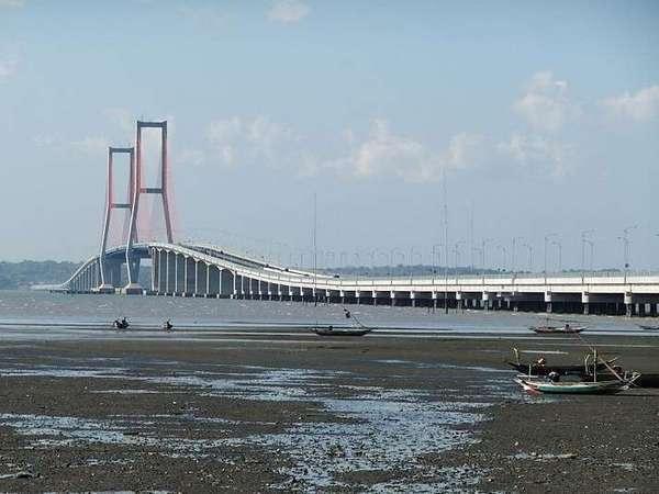 Gunawangsa Manyar Hotel Surabaya - Suramadu Bridge