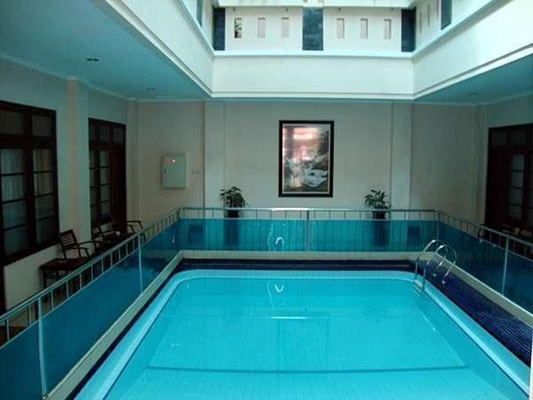 Malioboro Inn Hotel Jogja - Swimming Pool