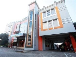 Plaza Hotel Tegal - Front View