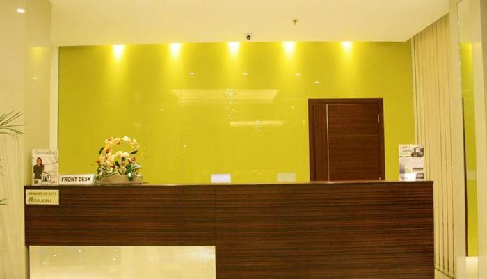 Paragon BIZ Hotel Tangerang - Receptionist