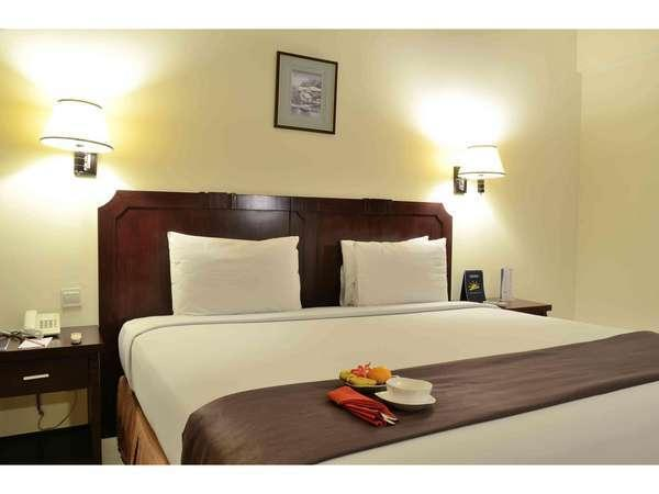 The Sun Hotel Surabaya - Superior Kingsize bed