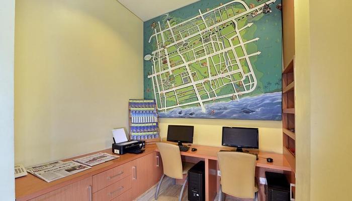 Whiz Hotel Yogyakarta - Business Center