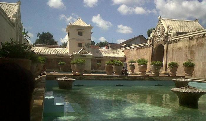 Zest Hotel Yogyakarta - Tamansari water castle