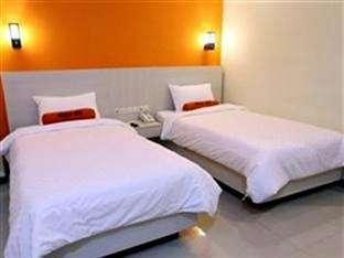 Hotel Halogen Surabaya - Twin bedroom