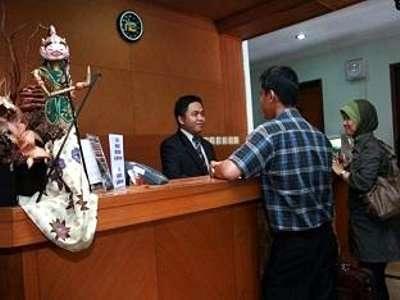 Hotel Cihampelas 1 Bandung - Receptionist
