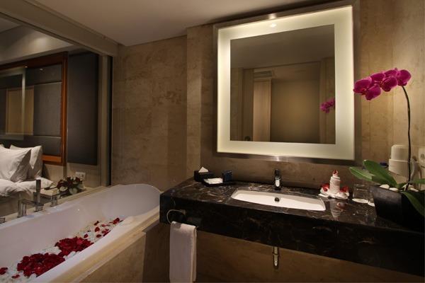 H Sovereign Bali - Club Premiere Bathroom