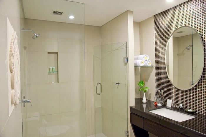 Bali Rani Hotel Bali - Deluxe Family Bathroom