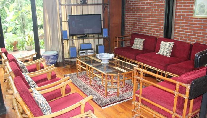 OBC Guest House Bandung - Living room