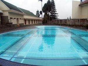 Bumi Ciherang Hotel Cianjur - swimming pool