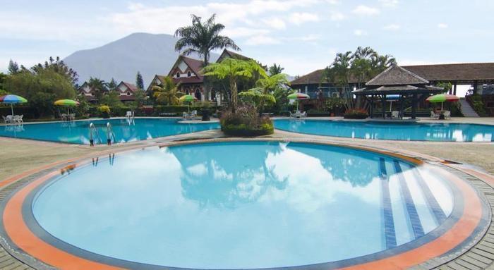 Royal Orchids Garden Hotel Malang - Pool