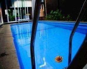 Bunga-Bunga Hotel Jakarta - Swimming Pool