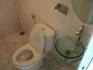 Bunga-Bunga Hotel Jakarta - Bathroom