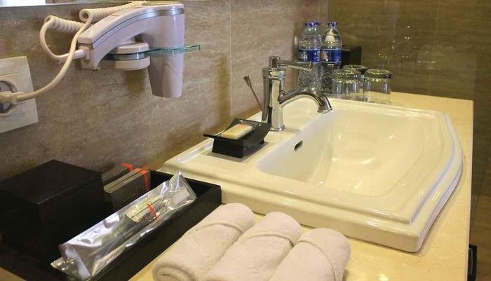 Harper Kuta - Bath Room