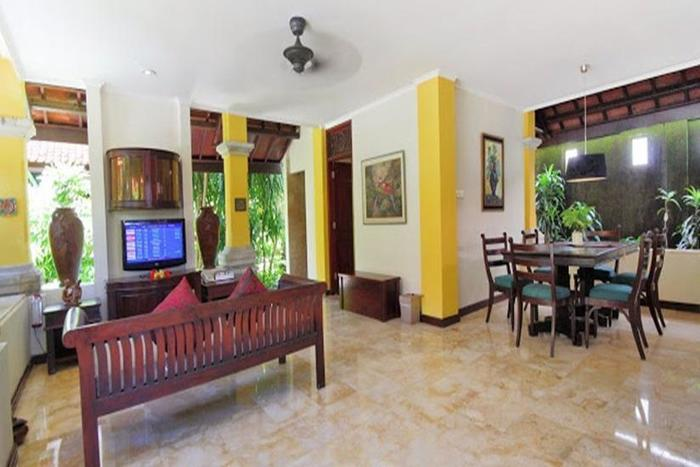 Royal Tunjung Villa And Spa Bali - Living room