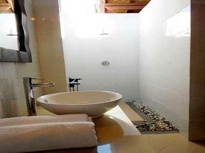 Drupadi Bungalows Lombok - Bathtroom