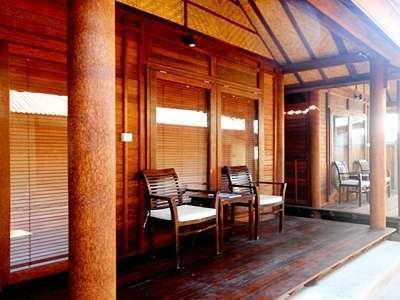 Drupadi Bungalows Lombok - Terrace
