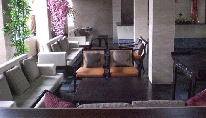 Grand Balisani Suites Bali - Lobby Sofa 4