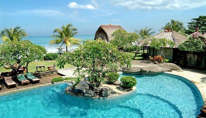 Grand Balisani Suites Bali - Outdoor Swimming Pool