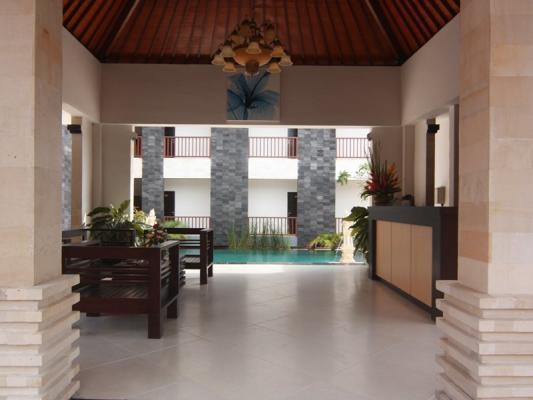 Mamo Hotel Bali - Receptionist