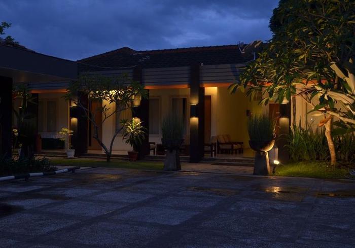 Hotel Griya Asri Lombok - Car Park
