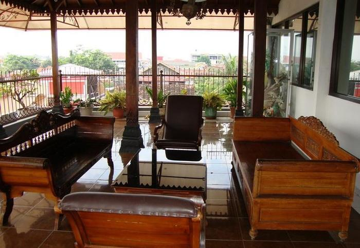 Gloria Amanda Hotel Yogyakarta - Lobby
