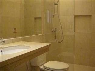 Lovender Guest House Malang - Bathroom