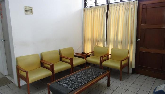 Amanda Hills Hotel Semarang - Living room
