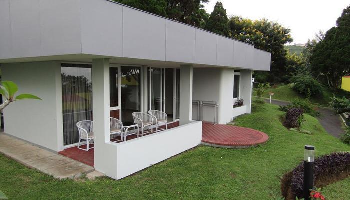 Amanda Hills Hotel Semarang - Terrace Family room