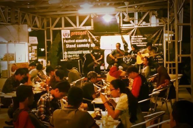 Candi Hotel Medan - foodcourt