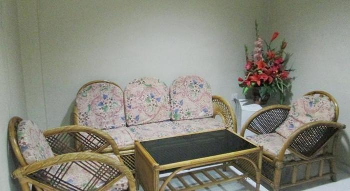 Pelangi Hotel And Resort Tanjung Pinang - LIVING ROOM IN THE FAMILY ROOM