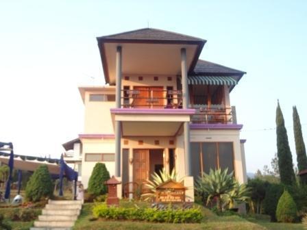 Villa Istana Bunga 3 Bedrooms Bandung - Villa Istana Bunga Lembang