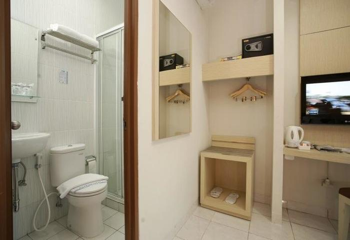 Hotel 88 Mangga Besar VIII Jakarta - Superior Bathroom