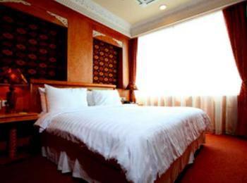 Amos Cozy Hotel Jakarta - Family Suite With Breakfast Regular Plan