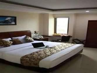 Hyper Inn Bandung - Deluxe Room With Breakfast promo