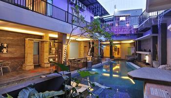 D Season Hotel