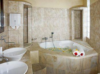 Melka Excelsior Hotel Bali - Suite Room Regular Plan