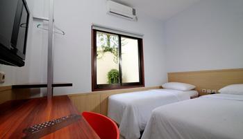Grha Ciumbuleuit Guest House Bandung - Hanya Kamar Standar Twin Regular Plan