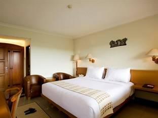 Sangria Resort & Spa Bandung - Deluxe Room With Breakfast Regular Plan
