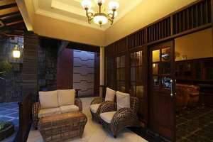 Omah Lawas Homestay Yogyakarta - Front Terrace