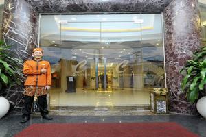 Cavinton Hotel Yogyakarta - entrance
