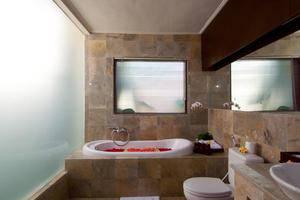 The Awan Villas Balli - Bathroom