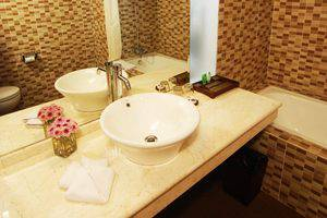 Hotel Arjuna Yogyakarta - Bathroom