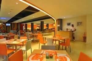 HARRIS Resort Kuta Beach Bali - Cafe