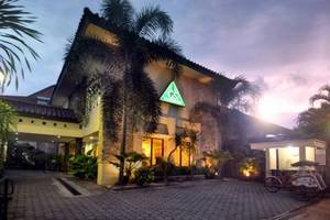 Griya Sentana Hotel Yogyakarta - front parkir and building cover