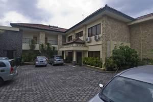 Griya Sentana Hotel Yogyakarta - parkir inside